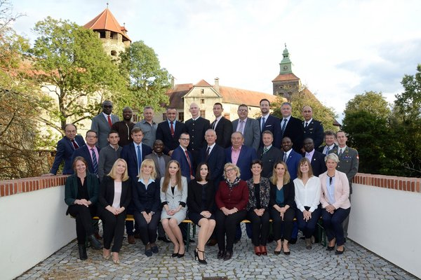 Group Foto in front of the Castle of Schlaining, where the ASPR is located